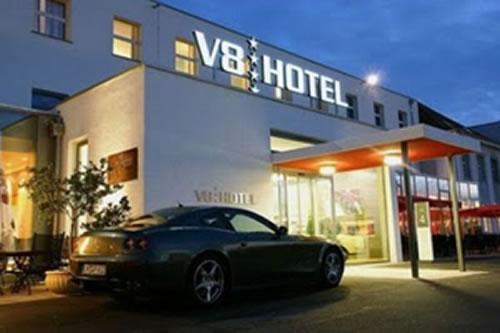 hotel-za-ljubiteli-na-avtomobili-1