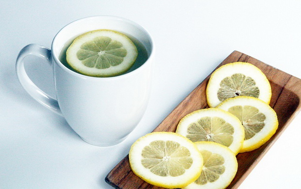 zosto-denot-da-go-zapocnete-so-limon-i-voda-01
