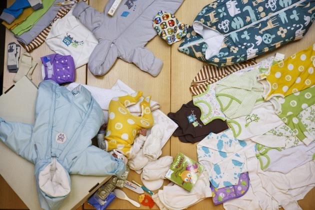 zosto-novorodenite-bebinja-vo-finska-spijat-vo-kartonski-kutii-08.jpg