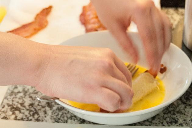 za-mrzelivite-brzi-mini-rolati-so-slanina-7.jpg