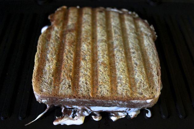 Cokoladen-tost-za-koj-kje-vi-bidat-potrebni-samo-5-minuti-06