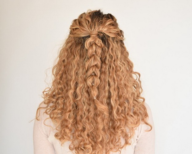 12-frizuri-za-devojkite-so-prirodno-vitkana-kosa-gotovi-za-5-minuti-2.jpg