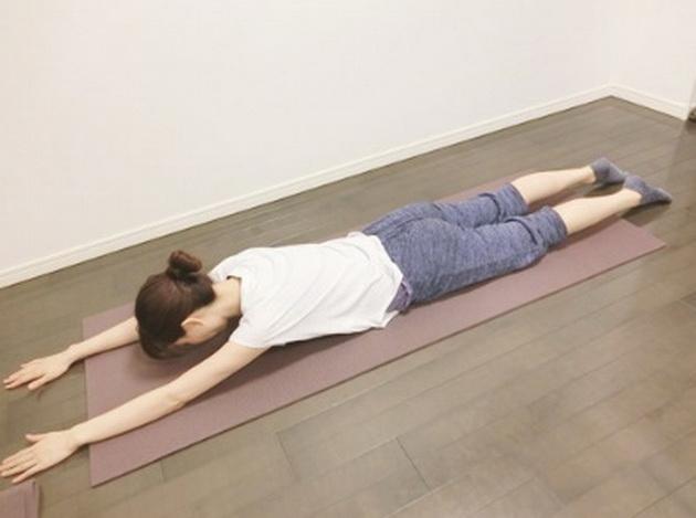 3-vezbi-za-potenki-stegnati-noze-koi-se-pravat-3-minuti-pred-spienje-4.jpg