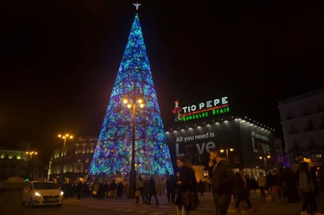 Kako-izgledaat-novogodisnite-elki-niz-svetot-Madrid.jpg