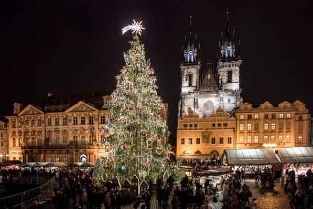 Kako-izgledaat-novogodisnite-elki-niz-svetot-Praga.jpg