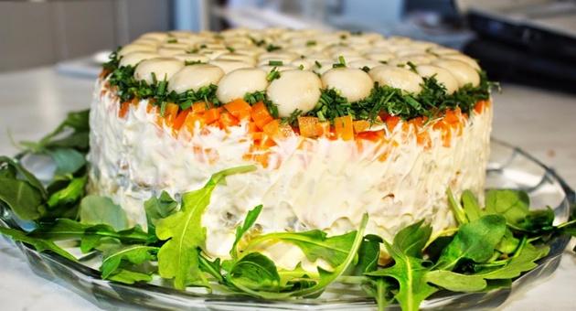 Redena-salata-so-pecurki-koja-moze-da-zameni-cel-rucek-01.jpg