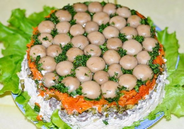 Redena-salata-so-pecurki-koja-moze-da-zameni-cel-rucek (7).jpg
