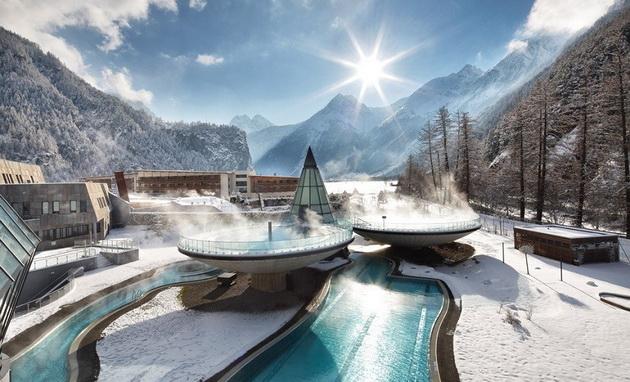 top-5-najubavi-nadvoresni-topli-bazeni-opkruzeni-so-planinia-3.jpg