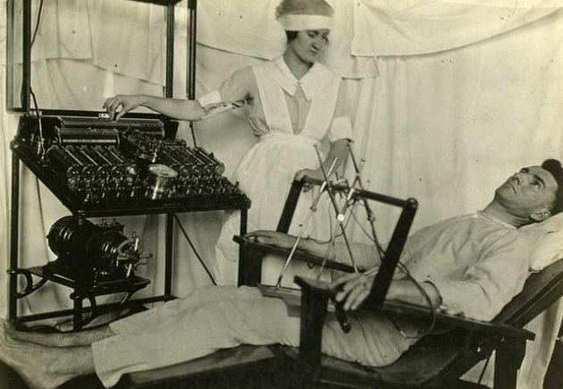 7-zastrashuvachki-metodi-so-koi-nashite-predci-gi-tretirale-mentalnite-bolesti-02.jpg