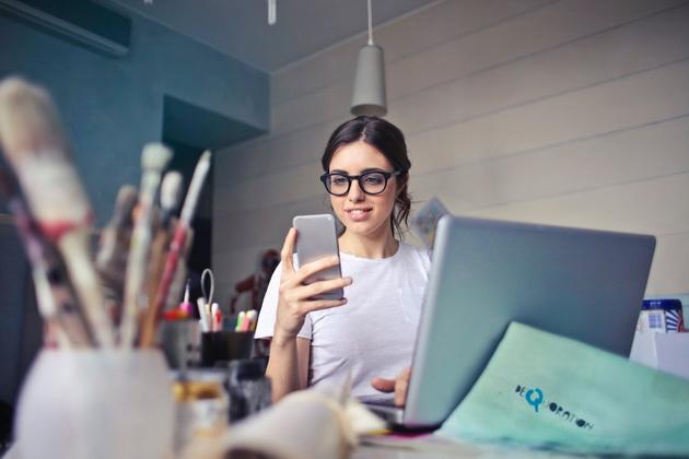 brush-eyed-painting-8-habits-koi-you-i-reduce-productivity-whom-you-on-the-phone-05.jpeg