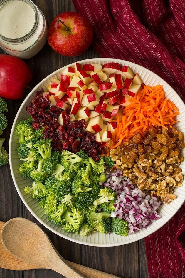 osvezhitelna-esenska-salata-so-zelenchuk-i-jabolka-zbogatena-so-dresing-02.jpg