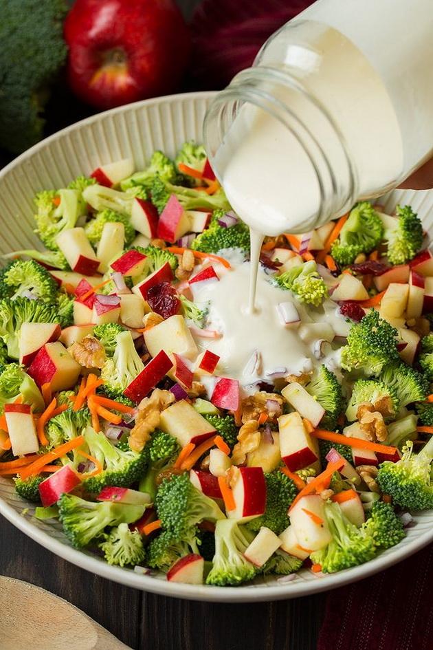 osvezhitelna-esenska-salata-so-zelenchuk-i-jabolka-zbogatena-so-dresing-03.jpg