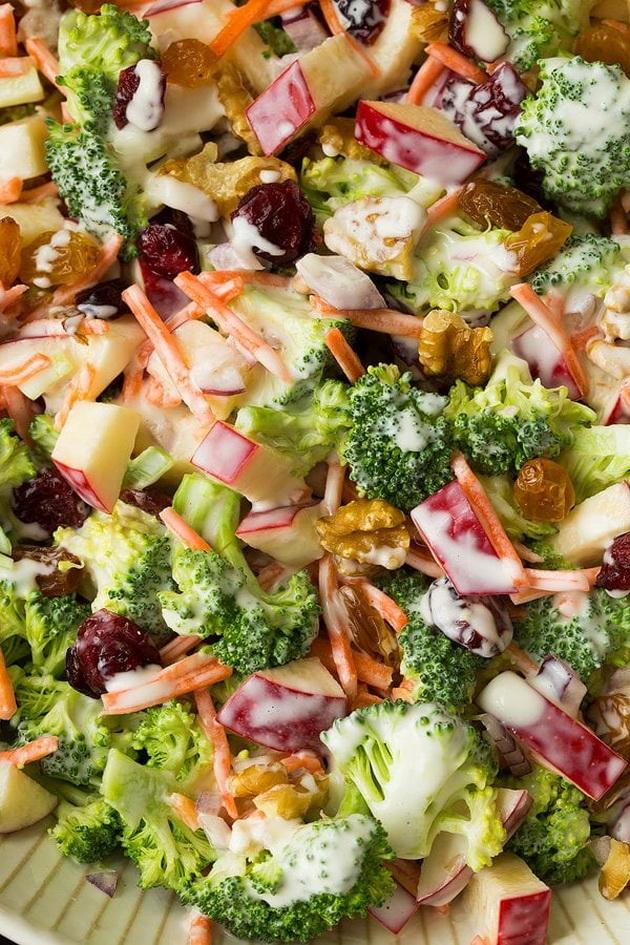 osvezhitelna-esenska-salata-so-zelenchuk-i-jabolka-zbogatena-so-dresing-05.jpg