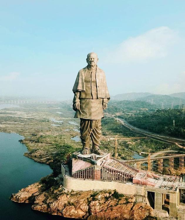 ЗАНИМЛИВОСТИ - Page 3 Najgolemata-statua-na-svetot-e-vo-Indija_1