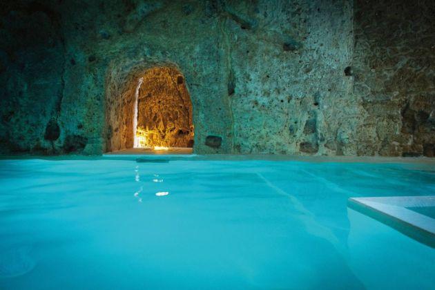 20-najubavi-hotelski-bazeni-vo-svetot (9).jpg