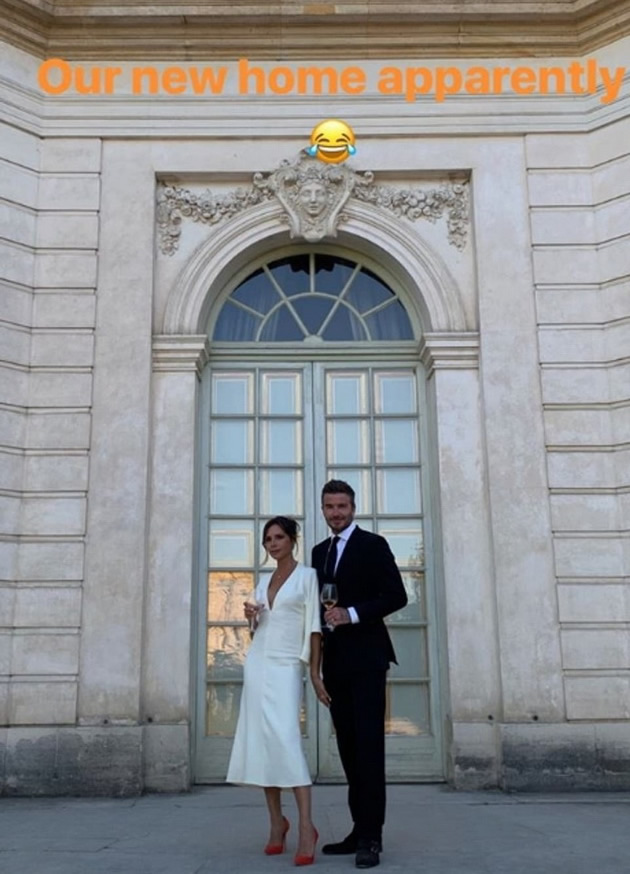 victoria-i-david-beckham-proslavija-20-godini-brak-so-privatna-turneja-niz-versaj-8.jpg