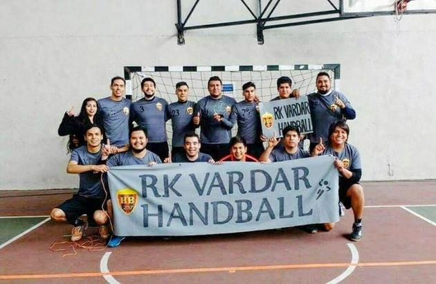 meksikanski-fanovi-na-rk-vardar-od-ljubov-kon-timot-kreiravme-tim-vardar-meksiko-05.jpg
