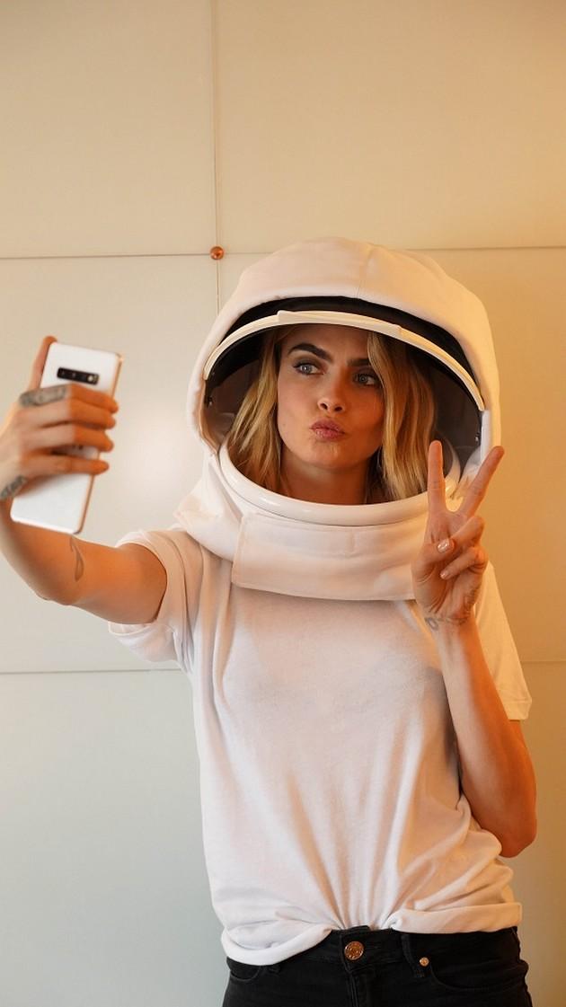 bidi-astronaut-na-eden-den-i-napravi-selfi-od-vselenata-03.jpg