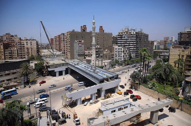 egipetskite-vlasti-gradat-avtopat-na-samo-50-cm-od-stanbeni-zgradi-05.jpg