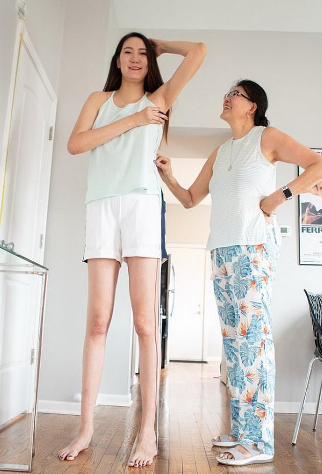 devojka-visoka-205-santrimetri-ima-edni-od-najdolgite-noze-na-svetot-duri-134-santimetri-foto-06.jpg