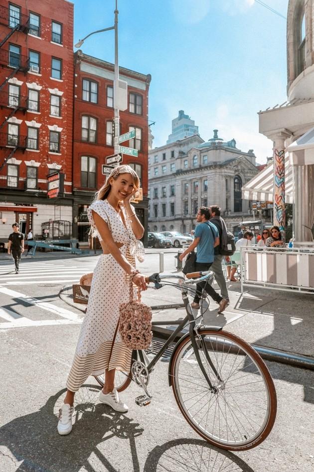 predlog-modni-kombinacii-za-vozenje-velosiped-niz-grad-02.jpg