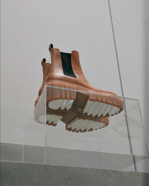 glomaznite-chunky-boots-se-hit-na-sezonata-esen-zima-gi-obozavaat-i-slavnite-foto-05.jpg