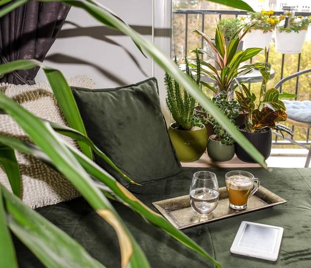 na-gosti-kaj-vera-kalin-vpechatliv-dom-vo-skopje-oboen-vo-zeleno-sivi-tonovi-foto-07.jpg