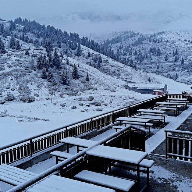 zimska-bajka-padna-prviot-sneg-na-popova-shapka-foto-04.jpg