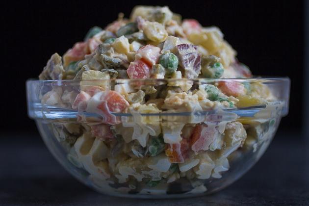600-kalorii-pomalku-trik-za-kremasta-ruska-salata-bez-ton-majonez-2.jpg