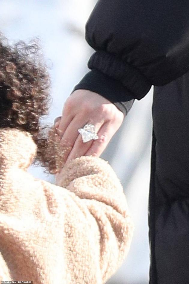 kloi-kardashijan-so-dijamantski-prsten-dali-se-podgotvuva-za-venchavka-so-tristan-tompson-03.jpg