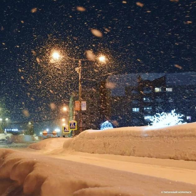 norilsk-najseverniot-grad-vo-rusija-izgleda-volshebno-posle-5-dnevnata-snezhna-bura-foto-03.jpg