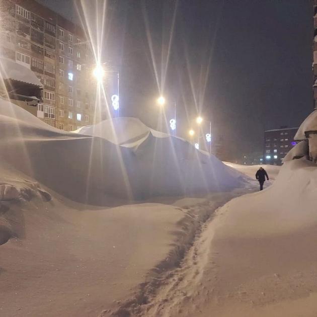 norilsk-najseverniot-grad-vo-rusija-izgleda-volshebno-posle-5-dnevnata-snezhna-bura-foto-04.jpg