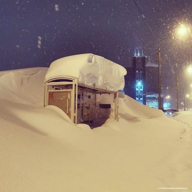 norilsk-najseverniot-grad-vo-rusija-izgleda-volshebno-posle-5-dnevnata-snezhna-bura-foto-05.jpg