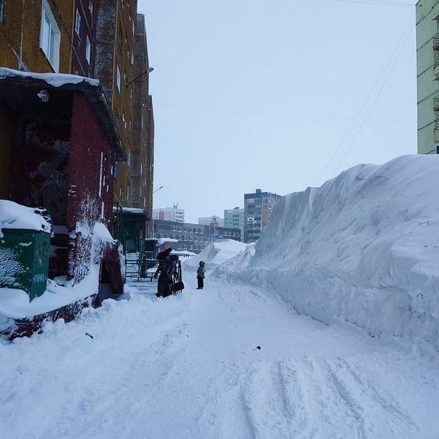 norilsk-najseverniot-grad-vo-rusija-izgleda-volshebno-posle-5-dnevnata-snezhna-bura-foto-06.jpg