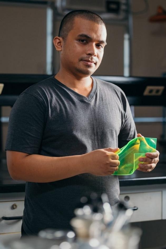 student-napravil-solarni-paneli-so-otpad-od-hrana-koi-rabotat-i-na-oblachno-vreme-06.jpg
