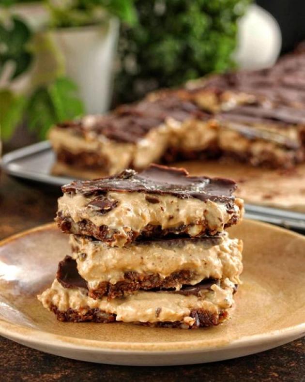 Kremasti-karamel-plocki-so-chokoladna-glazura_1.jpg