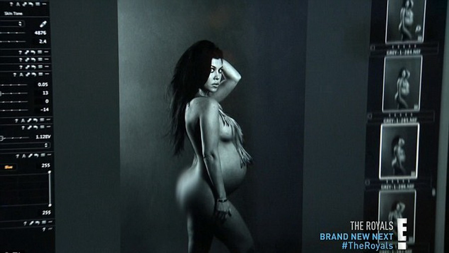 Kourtney Kardashian Accused Of Photoshopping Racy Naked Snap As Fans Spot Error